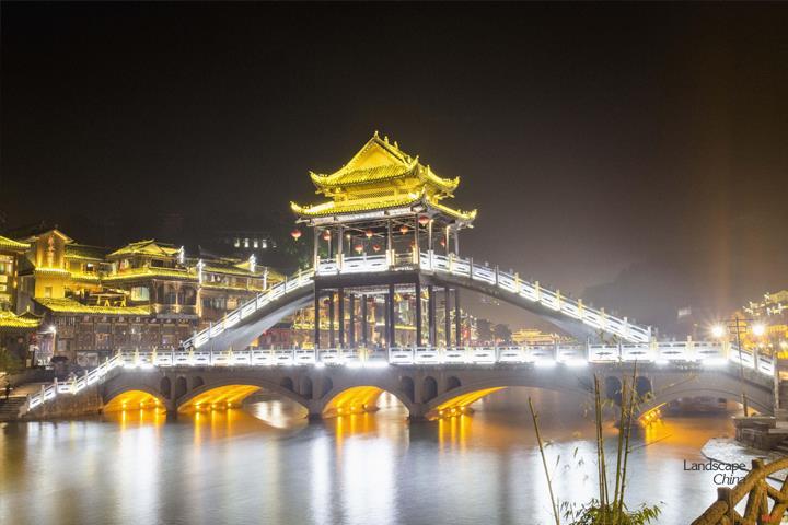 Cầu-Hồng-Kiều-về-đêm