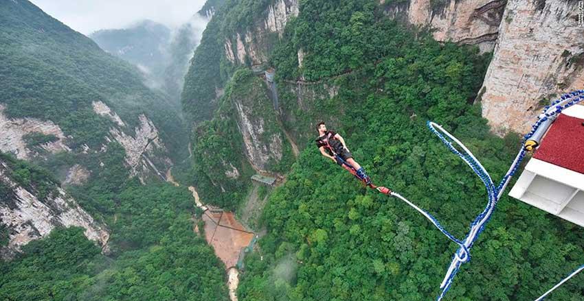 nhay-bungee-ở-Trương-Gia-Gioi-Phượng-Hoàng-Cổ-Trấn